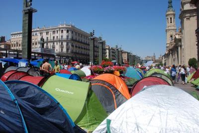 20110521185829-acampadazgz.jpg